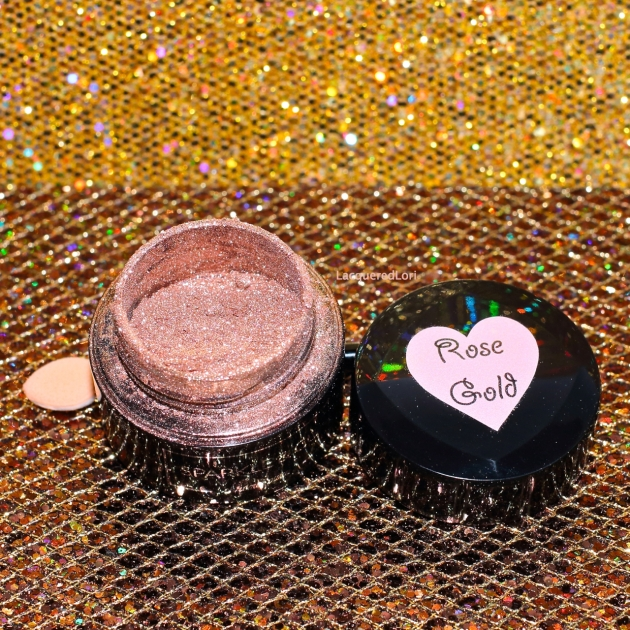 NEW! If you love the Sparkle & Co mirror finish Chrome Pure powder, take a look at Rose Gold Chrome Pure powder! This rosy gold pigment is super fine, just like the chrome and can be used either over gel polish, and now works with the new Sparkle & Co Top Pure kit which means you can use it over regular nail polish. Wow!